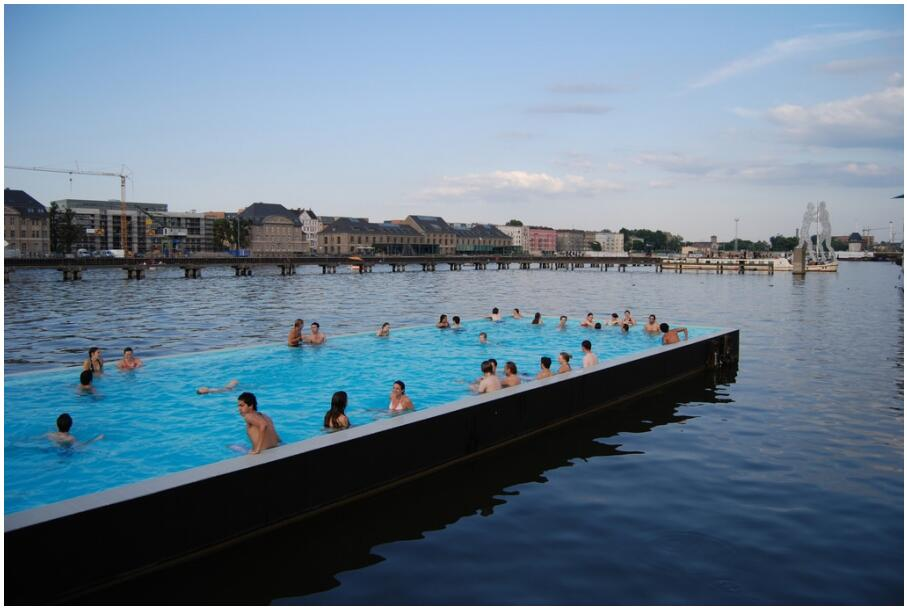 Swimming pool in the Spree